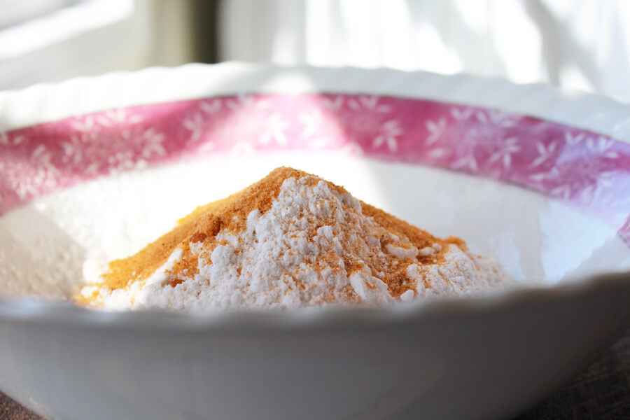 a bowl of seasoned flour for breading for country fried steak
