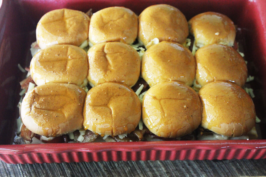 Kentucky Hot Brown Sliders | Kentucky Tailate - Delicious sliders made with the Southern classic combo of roasted turkey, tomato, bacon and cheese gravy.
