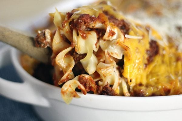 Classic and simple recipes are always so comforting and delicious. Like this easy family recipe for Beef Noodle Casserole.