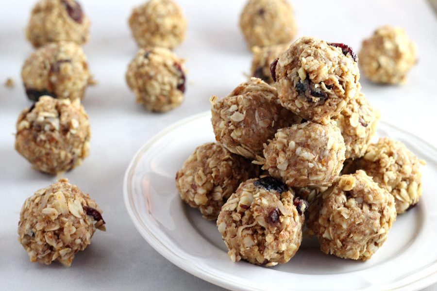 No Bake Almond Oatmeal Energy Bites