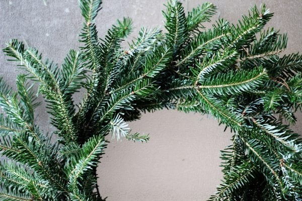 Step by step you wrap your bundles to make this easy Christmas wreath.