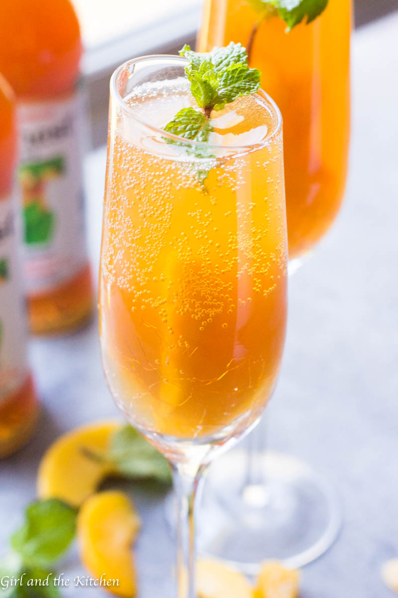 I love bellini's, don't you? This mocktail version looks fantastic.