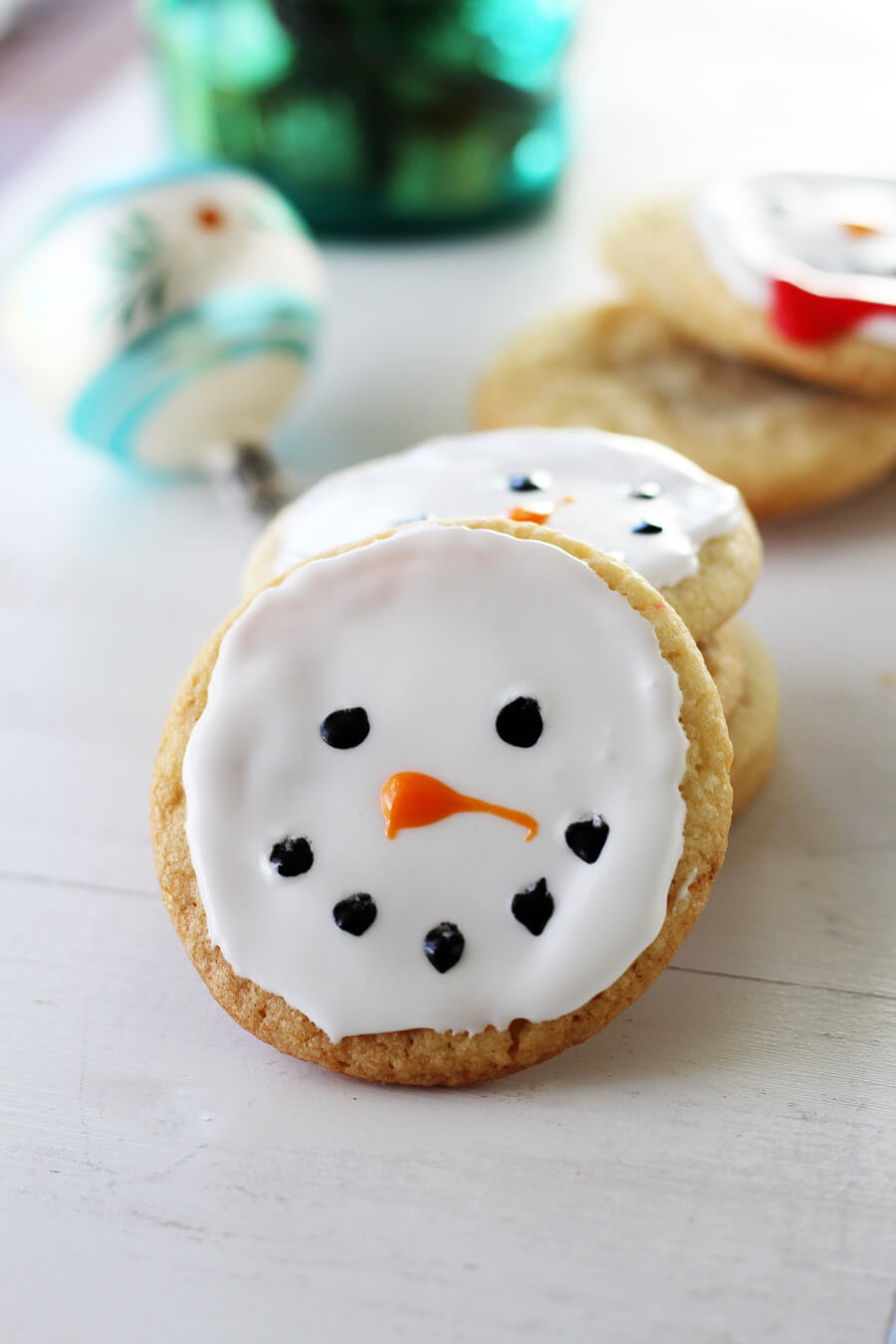 Snowman Christmas Cookies | Buy This Cook That This recipe for Snowman Christmas Cookies is BOTH. Cookies + holidays go hand in hand, and this is a delicious twist on a classic sugar cookie. So put on your happy faces and let's build snowman cookies.